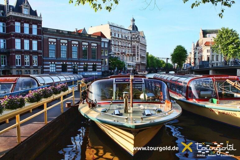 Busreise Amsterdam Grachtenfahrt Boote