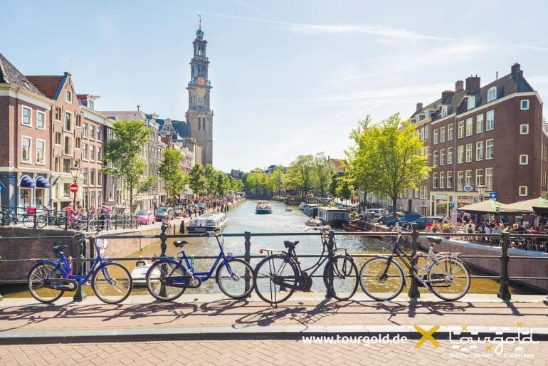 Busreise Amsterdam Grachten Fahrräder