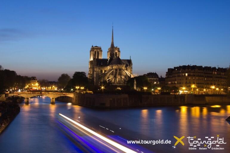 Paris Stimmung pur! Bootsfahrt auf der Seine am Abend