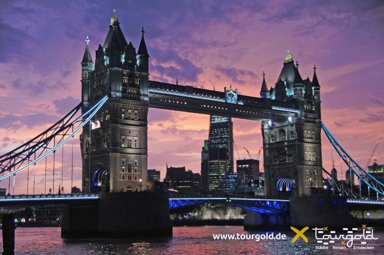 Highlight bei der Busreise London: Die Lichterfahrt durch London bei Nacht