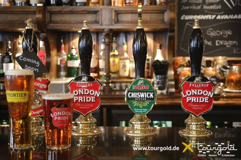 Ein Pint muss sein bei der Busreise London! Unser Tourgold Pub Walk
